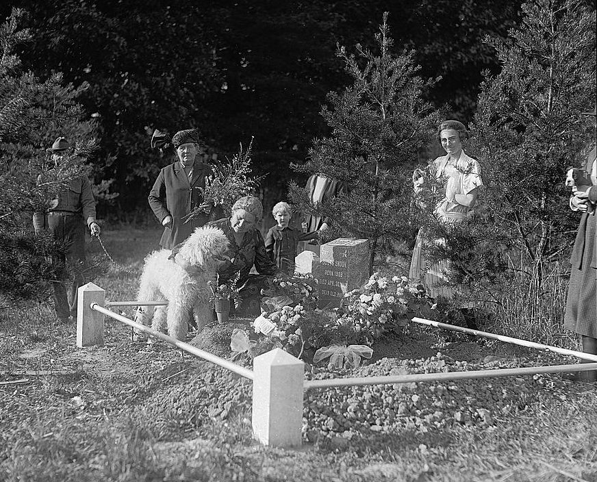 Burial of Buster in Snook plot in Aspin Hill Cemetery for Pet Animals, October, 1921. National Photo Company Collection, October 7, 1921. Library of Congress call number: LC-F8- 16116