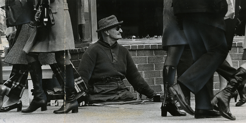 Eddie Bernstein near 12th and F Streets NW, December 17, 1972. Reprinted with permission of the DC Public Library, Star Collection © Washington Post