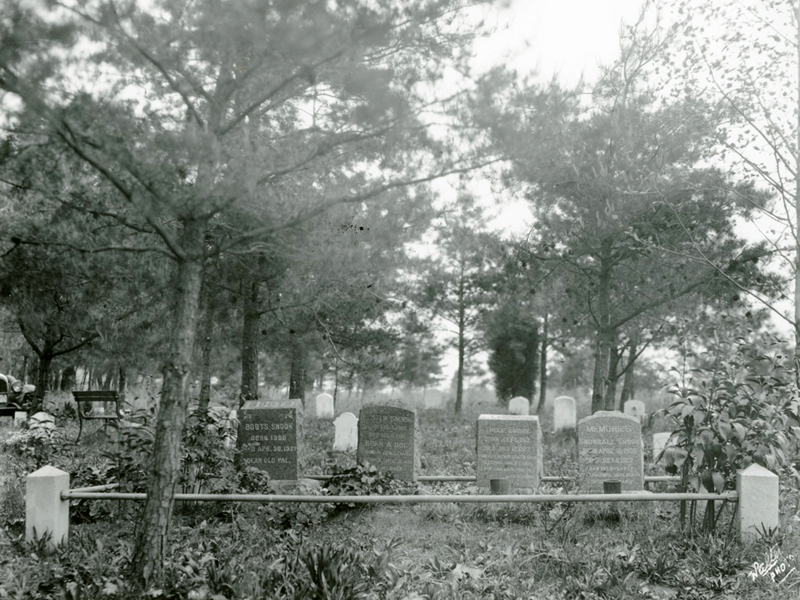 Snook Plot, Aspin Hill Memorial Park, ca. 1927. Malcolm Walter Collection, MW1991.274A. From the Collections of Peerless Rockville, Copy and Reuse Restrictions Apply